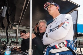 Graham Rahal, Rahal Letterman Lanigan Racing Honda talks with Eddie Jones