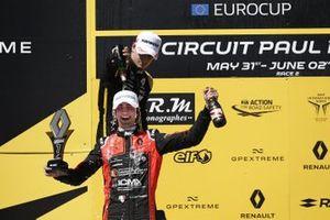 Podium: race 2 winner Lorenzo Colombo, MP motorsport