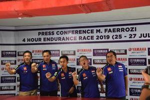 M Faerozi, Minoru Morimoto, President Director & CEO PT Yamaha Indonesia Motor Mfg, beserta manajemen