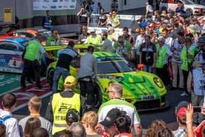 Parc ferme, #911 Manthey-Racing Porsche 911 GT3 R: Earl Bamber, Michael Christensen, Kevin Estre, Laurens Vanthoor