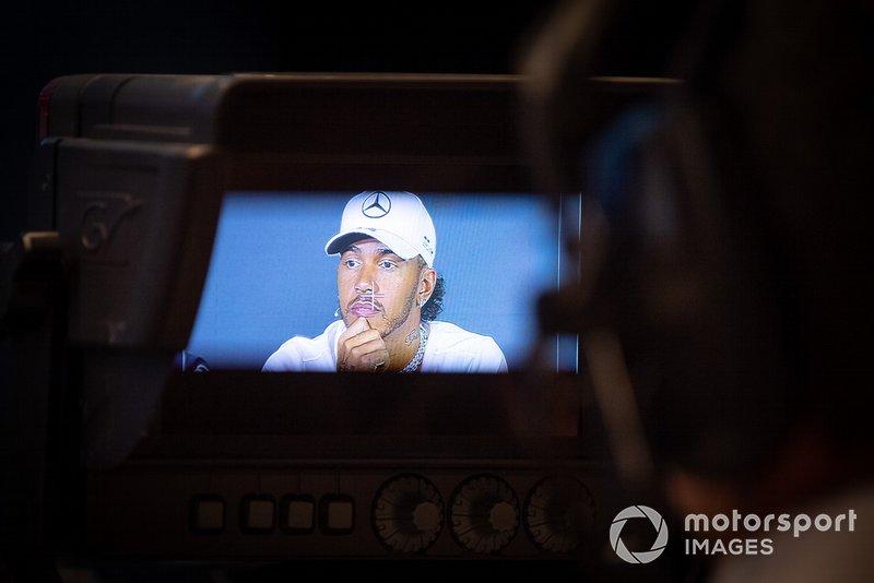 Lewis Hamilton, Mercedes AMG F1, filmé en conférence de presse
