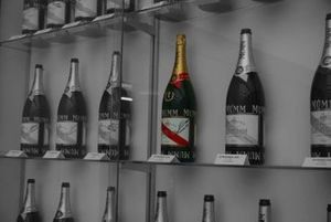 Alfa Romeo 27 podium bottle display