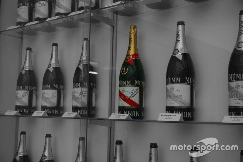 Las botellas de los 27 podios de Alfa Romeo