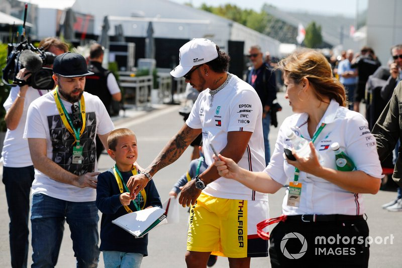Lewis Hamilton, Mercedes AMG F1 signs a autograph for a young fan