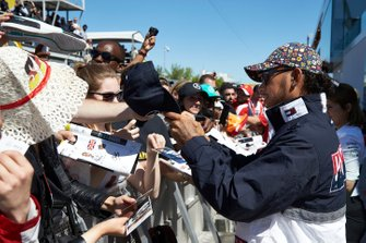 Lewis Hamilton, Mercedes AMG F1 signs a autograph for a fan