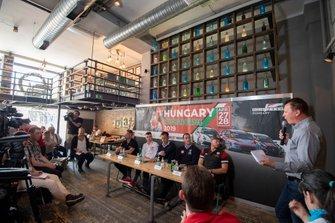 Norbert Michelisz, BRC Hyundai N Squadra Corse Hyundai i30 N TCR, Rob Huff, SLR VW Motorsport Volkswagen Golf GTI TCR