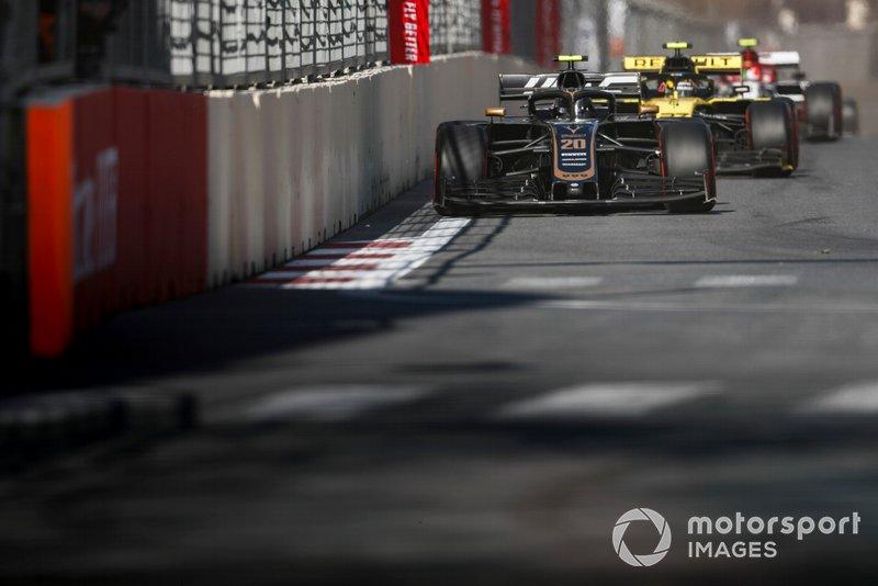 Kevin Magnussen, Haas F1 Team VF-19, Nico Hulkenberg, Renault R.S. 19