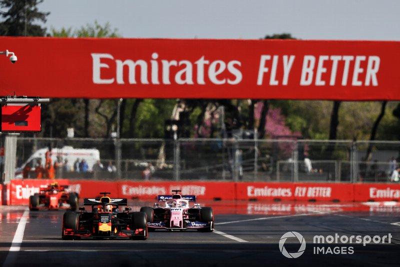 Max Verstappen, Red Bull Racing RB15, Sergio Perez, Racing Point RP19, y Charles Leclerc, Ferrari SF90