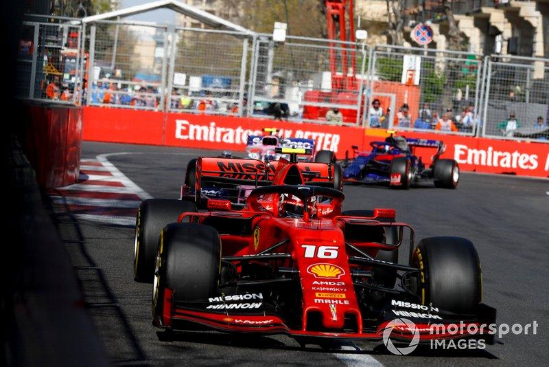 Charles Leclerc, Ferrari SF90, Lance Stroll, Racing Point RP19 y Alexander Albon, Toro Rosso STR14