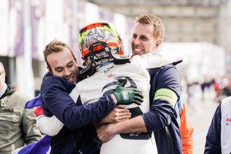 Robin Frijns, Envision Virgin Racing, Audi e-tron FE05, celebra con el equipo