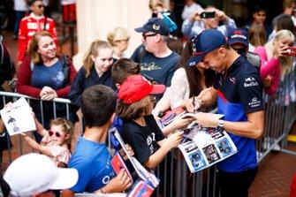 Alexander Albon, Toro Rosso signs a autograph for a fan