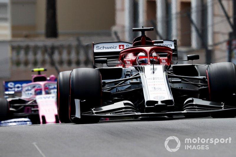 Kimi Raikkonen, Alfa Romeo Racing C38, precede Lance Stroll, Racing Point RP19