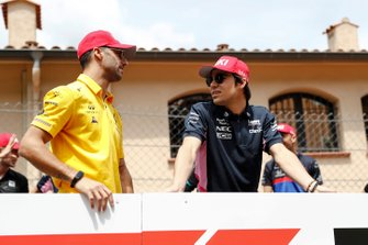 Daniel Ricciardo, Renault F1 Team, and Lance Stroll, Racing Point, in the drivers parade
