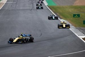 Luca Ghiotto, UNI Virtuosi Racing and Guanyu Zhou, UNI Virtuosi Racing
