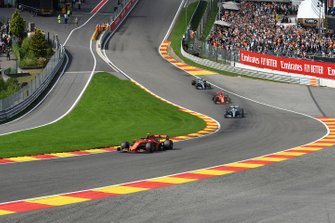 Charles Leclerc, Ferrari SF90, devant Lewis Hamilton, Mercedes AMG F1 W10, Sebastian Vettel, Ferrari SF90, et Valtteri Bottas, Mercedes AMG W10
