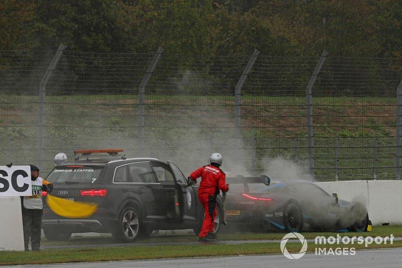 Daniel Juncadella, R-Motorsport, Aston Martin Vantage AMR detenido en la pista