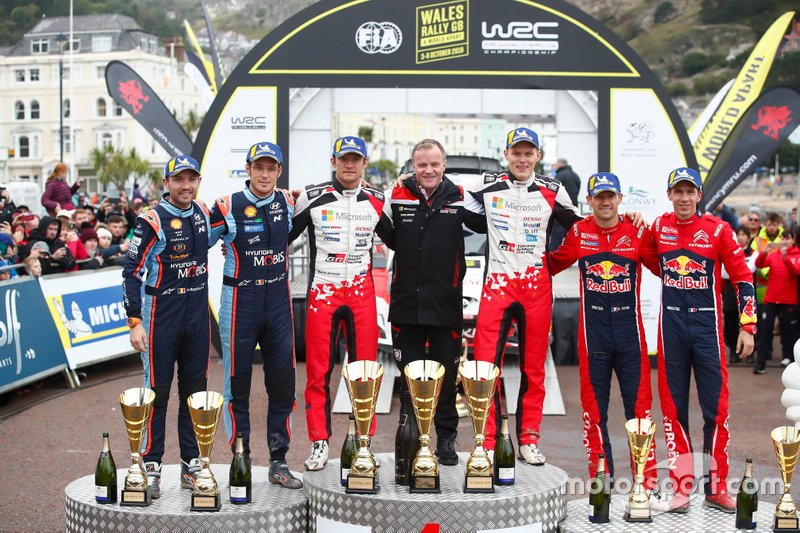 Podium: Winner Ott Tänak, Martin Järveoja, Toyota Gazoo Racing WRT Toyota Yaris WRC, second place Thierry Neuville, Nicolas Gilsoul, Hyundai Motorsport Hyundai i20 Coupe WRC, third place Sébastien Ogier, Julien Ingrassia, Citroën World Rally Team Citroen C3 WRC with Tommi Makinen, Toyota Gazoo Racing