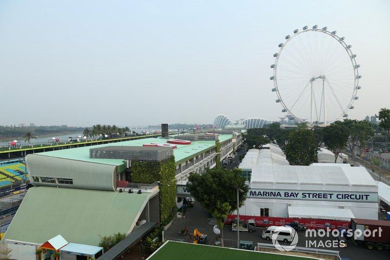 Il paddock e la ruota panoramica di Singapore
