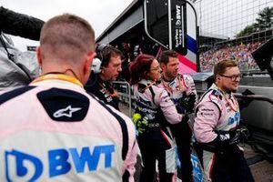 Les mécaniciens Racing Point fêtent la quatrième place