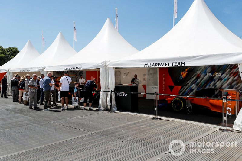 Las carpas de McLaren
