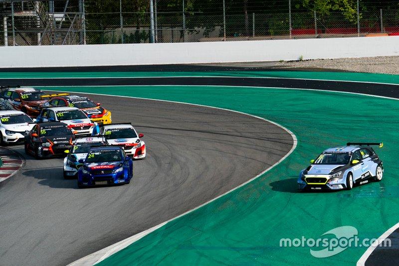 Partenza, Julien Briché, JSB Compétition Peugeot 308 TCR comanda, Andreas Bäckman, Target Competition Hyundai i30 N TCR va fuori pista