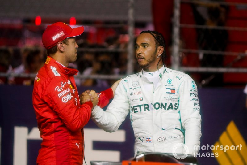 Sebastian Vettel, Ferrari e Lewis Hamilton, Mercedes AMG F1 festeggiano al Parc Ferme
