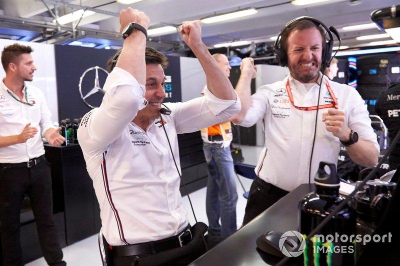 Toto Wolff, Executive Director (Business), Mercedes AMG, festeggia la vittoria