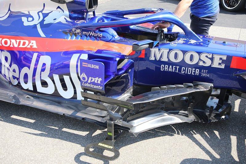 Les pontons de la Toro Rosso STR14