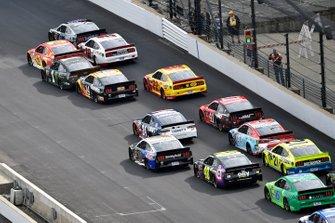 Kevin Harvick, Stewart-Haas Racing, Ford Mustang Mobil 1 and Ryan Blaney, Team Penske, Ford Mustang Wabash National
