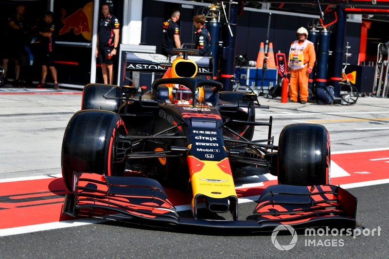 Max Verstappen, Red Bull Racing RB15 nella pit lane