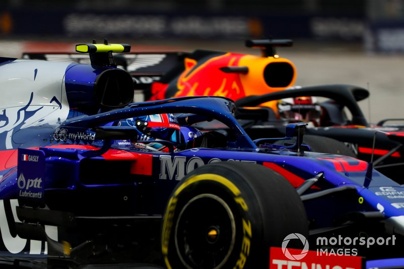 Pierre Gasly, Toro Rosso STR14, Max Verstappen, Red Bull Racing RB15