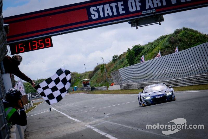 I vincitori della gara #25 Sainteloc Racing Audi R8 LMS GT3: Simon Gachet, Christopher Haase