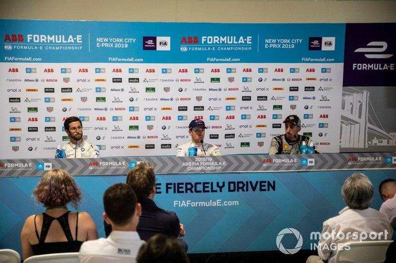 Il vincitore della gara Robin Frijns, Envision Virgin Racing alla conferenza stampa con Alexander Sims, BMW I Andretti Motorsports, seconda posizione, Sébastien Buemi, Nissan e.Dams, terza posizione