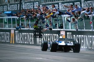 Ganador de la carrera Ralf Schumacher, Williams FW23 BMW
