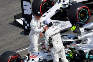 Valtteri Bottas, Mercedes AMG F1 and Pole sitter Lewis Hamilton, Mercedes AMG F1 celebrate in Parc Ferme