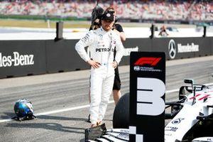 Valtteri Bottas, Mercedes AMG F1, on the grid after Qualifying