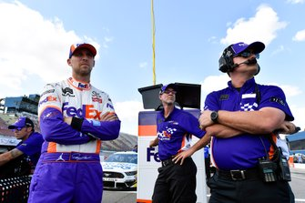 Denny Hamlin, Joe Gibbs Racing, Toyota Camry FedEx Office y Christopher Gabehart