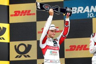 Podio: secondo classificato Nico Müller, Audi Sport Team Abt Sportsline