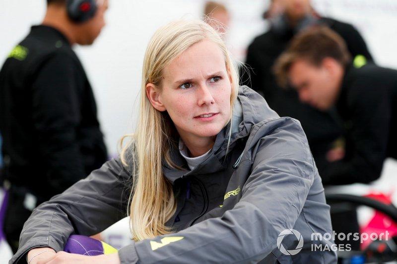 Участница W Series Бейтске Виссер на этапе в «Брэндс-Хэтче»