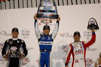 Il vincitore della gara Takuma Sato, Ed Carpenter, Tony Kanaan