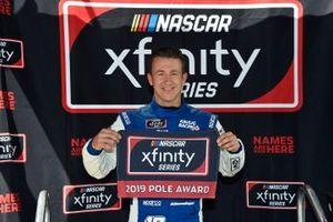 Ganador de la pole A.J. Allmendinger, Kaulig Racing, Chevrolet Camaro
