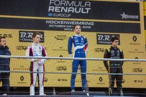 Подиум: победитель Виктор Мартинс, MP Motorsport, второе место – Оскар Пиастри, третье место – Кайо Колле, R-ace GP