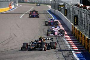 Kevin Magnussen, Haas F1 Team VF-19, leads Lance Stroll, Racing Point RP19, Pierre Gasly, Toro Rosso STR14, and Daniil Kvyat, Toro Rosso STR14