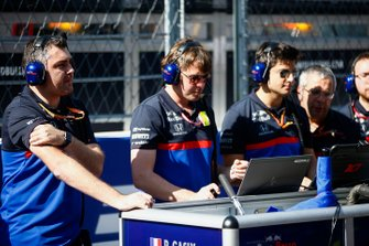 Toro Rosso engineers op de grid