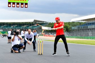 Charles Leclerc, Ferrari plays cricket
