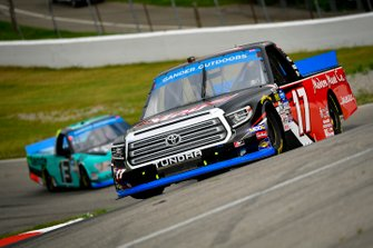 Tyler Ankrum, DGR-Crosley, Toyota Tundra May's Hawaii, Johnny Sauter, ThorSport Racing, Ford F-150 Tenda Heal
