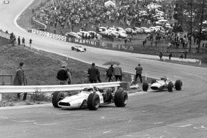 John Surtees, Honda y Jacky Ickx, Ferrari