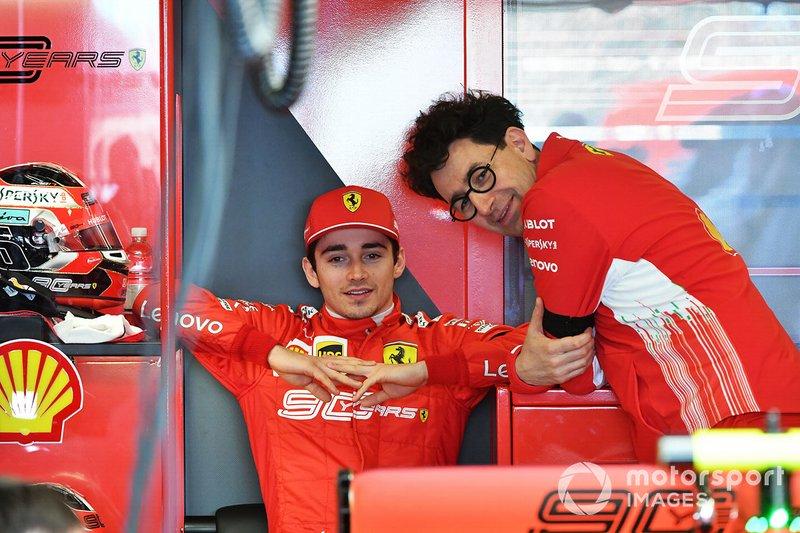"""Durante o lançamento do novo carro da Ferrari, Mattia Binotto deu a dica: """"Sebastian tem pouco a provar e ele permanece como nosso guia. Charles ainda precisa aprender, mas sabemos quão talentoso ele é. De qualquer forma, espero ter esse problema de ter dois dos nossos pilotos brigando pela ponta."""""""