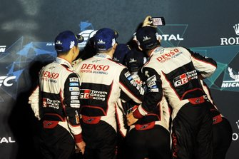 Podium : #8 Toyota Gazoo Racing Toyota TS050: Sébastien Buemi, Kazuki Nakajima, Fernando Alonso et #7 Toyota Gazoo Racing Toyota TS050: Mike Conway, Kamui Kobayashi, Jose Maria Lopez
