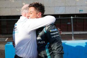 Mitch Evans, Panasonic Jaguar Racing, fête sa première victoire